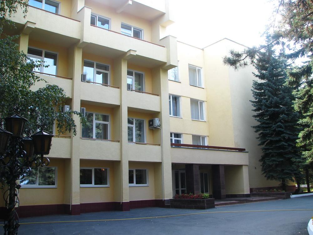 Здание аквацентра расположенного по адресу: г. Челябинск, Лесопарковая зона, гостиница «Лесопарковая-2»